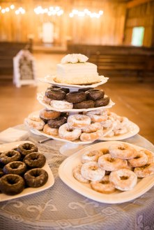 I think more weddings should include doughnuts...ammmmmm I right?